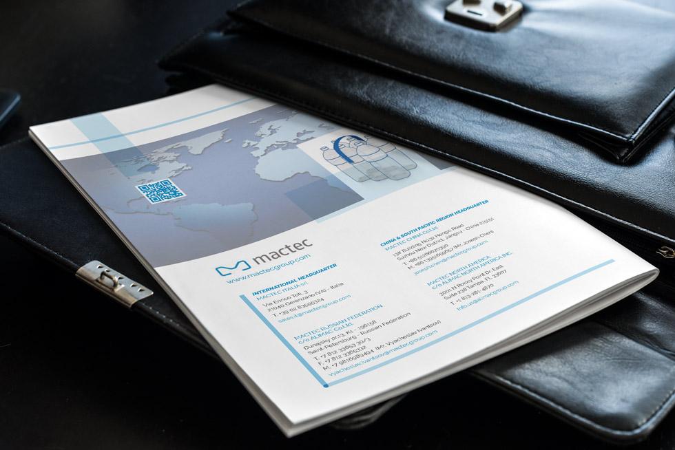 Brochure-Design-Progetto-Mactec-Handle-Application-Mock-up02